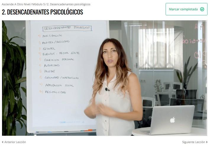 Judit Català en una lección del curso Asciende a Otro Nivel