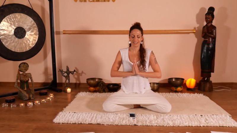 Opinión del curso Yoga Contigo, de Marta Rubio. Marta practicando yoga
